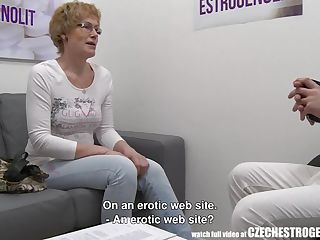Mature Czech Woman Squirting With Estrogenoli